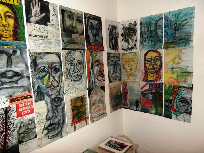 ספר אמן - קיר בתערוכה בבית שאגאל